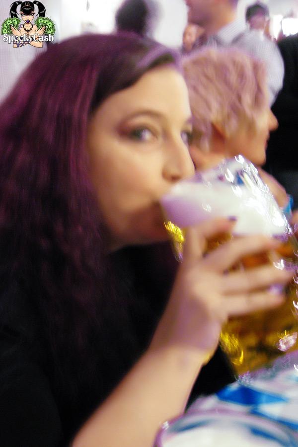 Internext 2012 - Amelia G, Beer